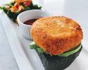 【ベーカリーランチ】竹炭パンにズワイ蟹たっぷりのクラブケーキオープンサンド(サラダ付き)