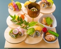 """【いろいろなお食事を楽しめる料理長おまかせコース】華やかな人気の""""花籠""""&彩りロール寿司等7品"""