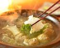 料理長所縁の北海道産タラバ蟹や対馬産直クエ、すっぽんなど厳選したこだわり具材を選べる鍋コース(要予約)