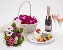 【記念日ディナー】乾杯スパークリング・ケーキ・花束・記念写真の特典付!フルコース全5品 優雅で思い出に残る記念日を