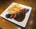 牛バベットステーキのオニオンソースとポムフリ