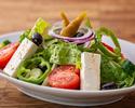 フェタチーズとカラマタオリーブのギリシャ風サラダ