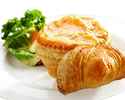 [ York Hotel's ​​Delectable Mini Chicken Pies and Curry Puffs, & Sardine Puffs perfect for Gifting!]
