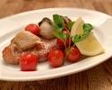 ポークロインのサルティンボッカ、ローストトマトとガーリックコンフィ